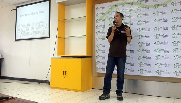 Presentasi-Pengantar-Wearable-Devices-di-Telkom-University-Bandung-2